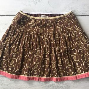Brown skirt + beige-colored design + pink bottom